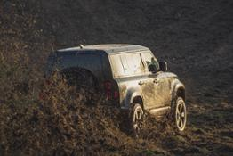LR Defender Behind the scenes image of the New Land Rover Defender featured in No Time To Die  131119 003