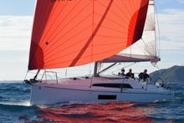 1 EYOTY 2019  Family Cruiser  Beneteau Oceanis 30.1 Copyright R.Tomlinson