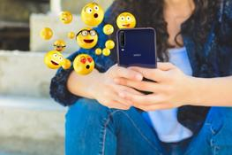 View4 - World Emoji Day - Wiko