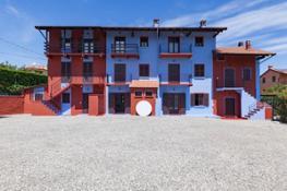 01 3 Installation view at Cascina I.D.E.A.,2020, Agrate Conturbia [intervento site specific Letizia Cariello, Musica delle sf