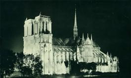 Notre Dame illuminata da Jacopozzi