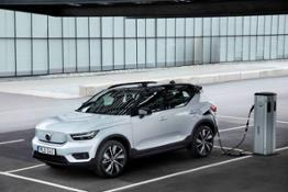 271709 Volvo XC40 Recharge AWD in Glacier Silver