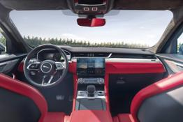 Jag F-PACE 21MY Location Interior 16 150920