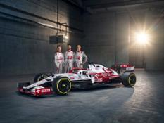 Alfa Romeo Racing ORLEN with Drivers (1)