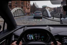 Audi Q4 e-tron head-up display con AR 008