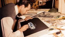 Giovanni Michelotti al lavoro e un suo figurino