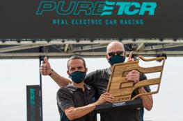 Electrifying-victory-for-CUPRA-and-Mattias-Ekstrom-at-MotorLand-Aragon 04 HQ