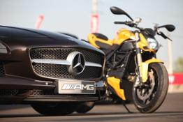 SLS AMG Roadster e Ducati Streetfighter 848 gemelle diverse