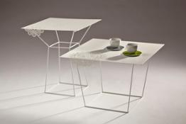 Merlot- side tables with cups