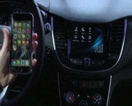 2017 Chevrolet Trax Interior B Roll, Apple CarPlay and Android Demo's