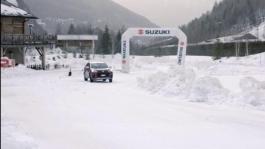 Carolina Kostner sul ghiaccio... per guidare Suzuki ACROSS Plug-in!