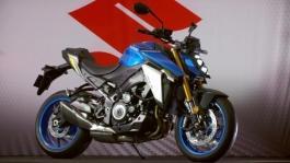 SUZUKI GSX-S 1000 footage video statiche moto