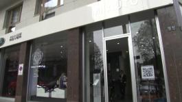 banca immagini Milano Flagship Store 1